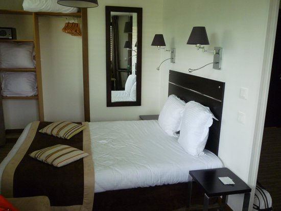 Appart'hotel et Spa Odalys Ferney Geneve: double bed