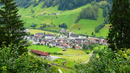 Alpenhotel Fernau: Neustift from near Kartnall