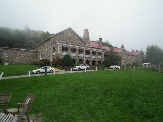 Mountain Lake Lodge: View of Lodge