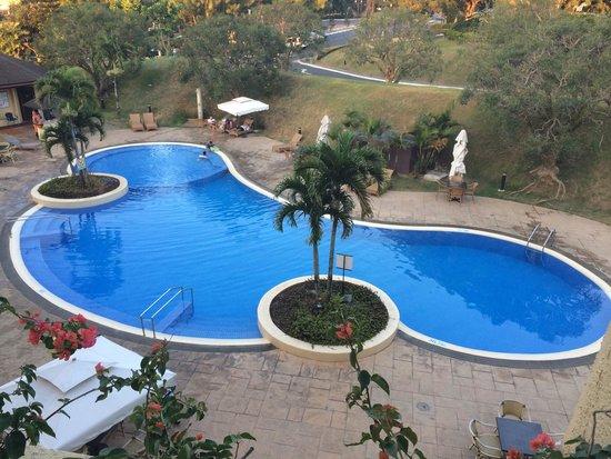 Taal Vista Hotel: Amazing pool!