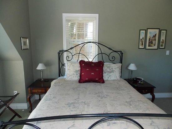 Walnut House B&B: Bedroom 2 photo 3