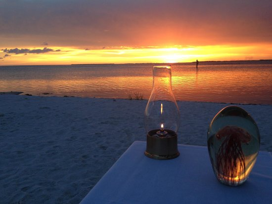 Little Torch Key, ฟลอริด้า: Dining while watching the sunset