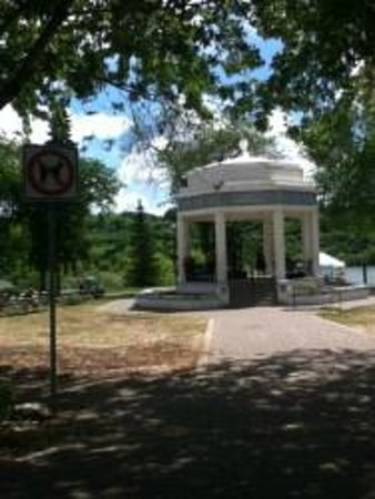 Meewasin Valley: Vimy Memorial in Kiwanis Park