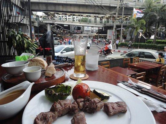 El Gaucho Argentinian Steakhouse: テラス席