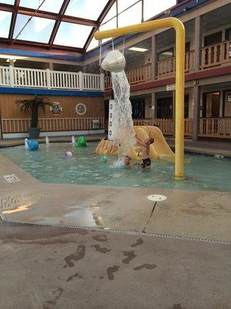 AmericInn Hotel & Conference Center La Crosse - Riverfront: slash pool & pool area great for young kids