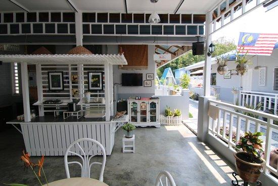 Nipah Guesthouse: Breakfast bar
