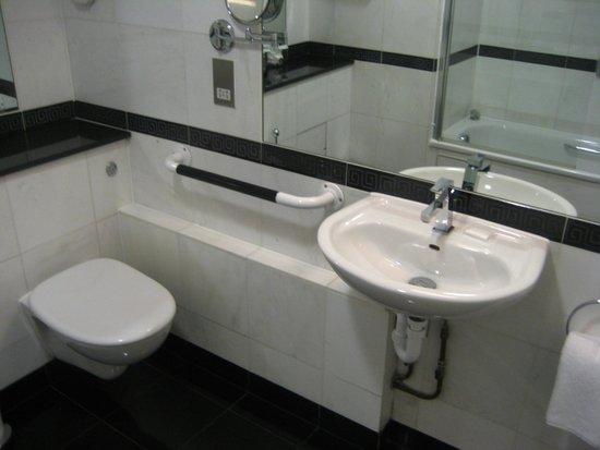 Grange Beauchamp Hotel: Bathroom