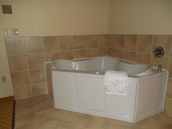 Country Inn & Suites By Carlson, Princeton : Jetted Tub