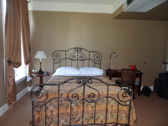 Grand Union Hotel: lovely iron wrought bed in suite