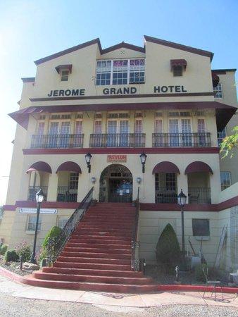Jerome Grand Hotel: Hotel entrance
