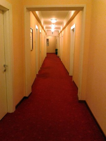 Hotel Palace: Коридор