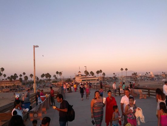 Malibu Pier : pier to the east