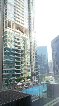 Oasia Hotel Novena, Singapore by Far East Hospitality: 泳池view,ok