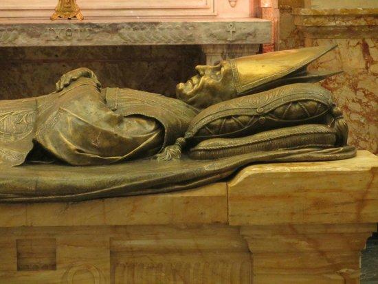 Cathedral of Marie-Reine-du-Monde: Close up
