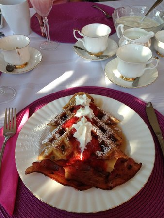 A Touch of English Bed & Breakfast : Waffles