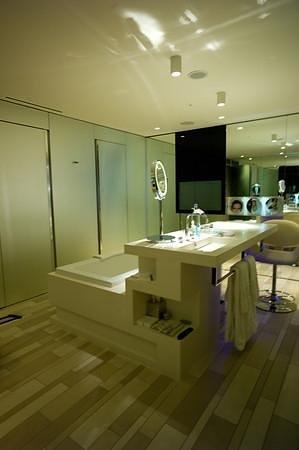 W London Leicester Square: Spa Suite Bathroom