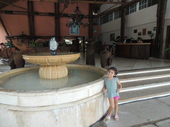 Hotel Chichen Itza: Lobby del hotel a la intemperie