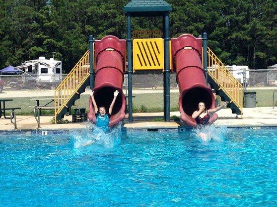 Cedar Creek Campground: Water slides!