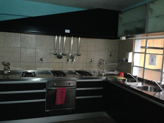 Hostel Los Troncos: Kitchen area which can be used by guests