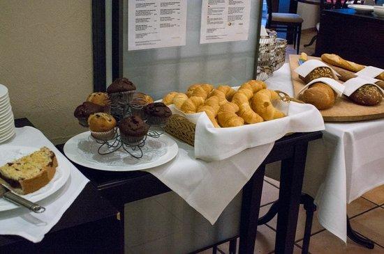 Sheraton Zurich Neues Schloss Hotel: Breakfast Buffet
