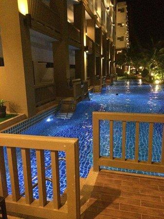 Kata Sea Breeze Resort: Jump !!