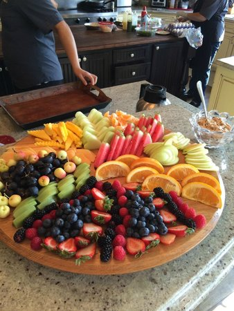 Cameo Heights Mansion Bed & Breakfast : Breakfast fruit plate