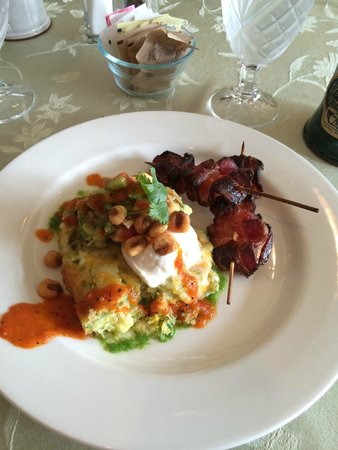 Cameo Heights Mansion Bed & Breakfast : Wonderful light tamale with eggs