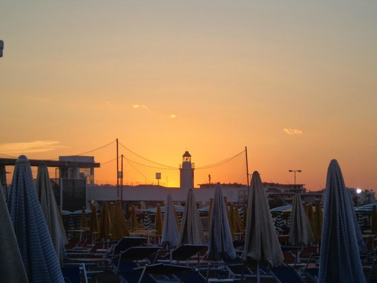 Hotel Milord : TRAMONTO ALLE SPALLE DEL BAGNO ROMEO