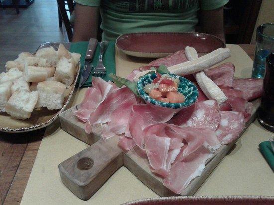 La Cantinetta Osteria con Cucina: Tagliere di salumi con bruschette