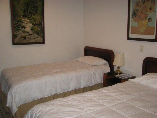 Apartotel Suites Cristina : twin bedrooom
