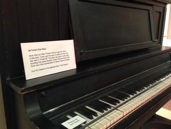Memphis Rock 'n' Soul Museum: Ike Turner's piano: Rocket 88 Recording