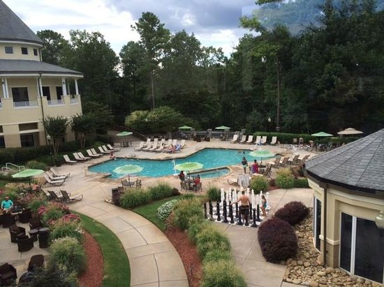 Atlanta Evergreen Marriott Conference Resort: Full pool area view