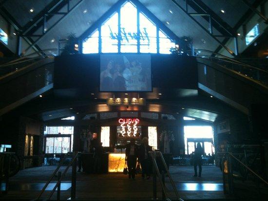 River Rock Casino Resort: Lobby