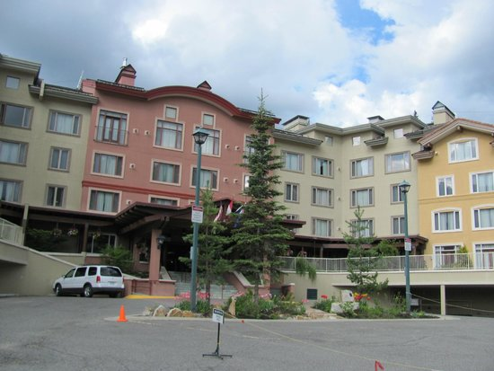 Nancy Greene's Cahilty Hotel & Suites : hotel