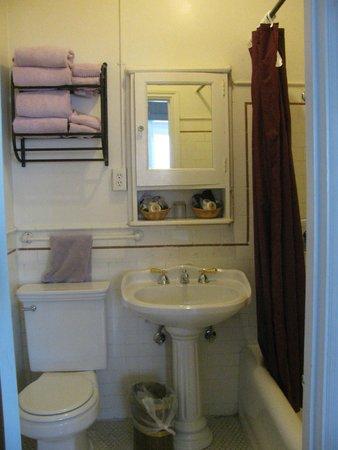 Hotel Mayflower: Bath/shower