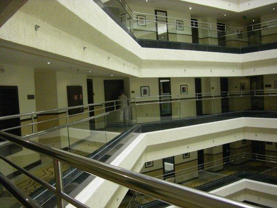 DoubleTree by Hilton Hotel Aqaba: de gangen naar de kamers