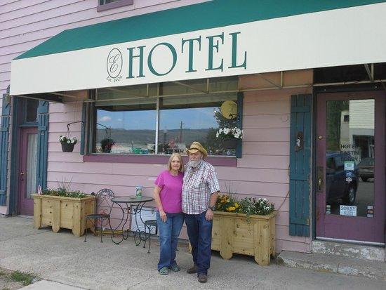 Hotel Eastin: Innkeepers Maryann & Walt Van Lue