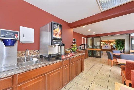 Americas Best Value Inn & Suites - Fort Collins East / I-25: Breakfast Room