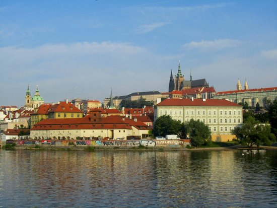 Prague Venice Boat Trip : View of Castle hill from the river