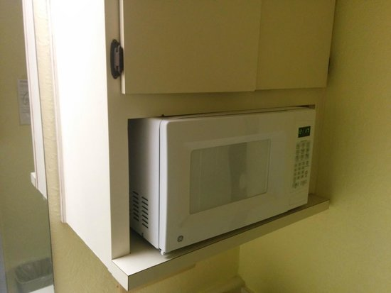 Seralago Hotel and Suites: Microwave