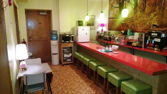 Holiday Music Motel: Diner