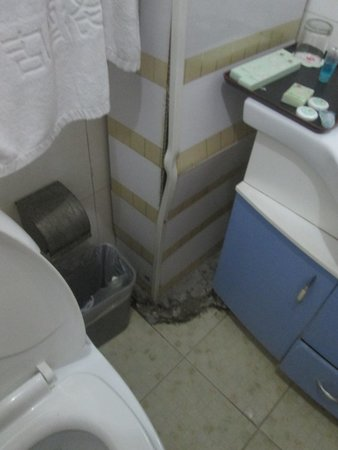 Guomen Business Hotel: Horrible !