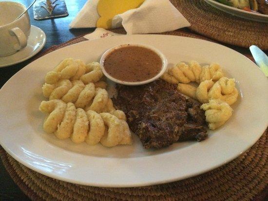Salamander Cafe : Steak with Mash