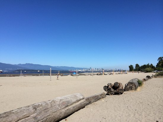 Kitsilano (Kits) Beach: Kitsilano beach, with a view of the skyline of Vancouver on the other side of the bay