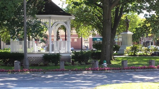 Fairfield Inn & Suites Keene Downtown: Gazebo