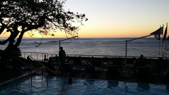 The Twelve Apostles Hotel and Spa: Pool sunset
