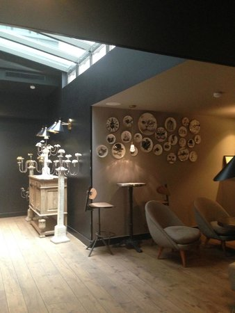 lobby and coffee area photo de h tel eug ne en ville paris tripadvisor. Black Bedroom Furniture Sets. Home Design Ideas