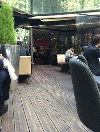 L'Elysee Lounge