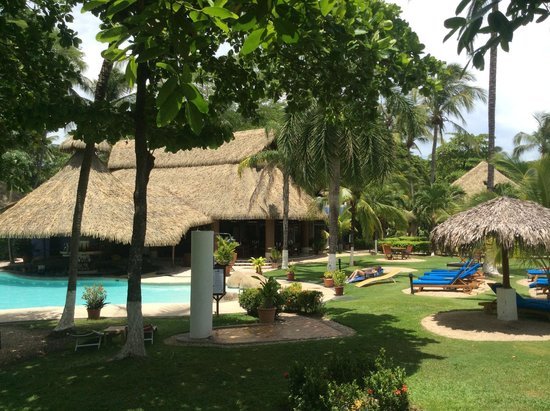 Bahia del Sol Beach Front Boutique Hotel : View of the pool, restaurant and rooms