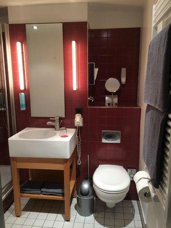 Auszeit Hotel Dusseldorf : Bathroom
